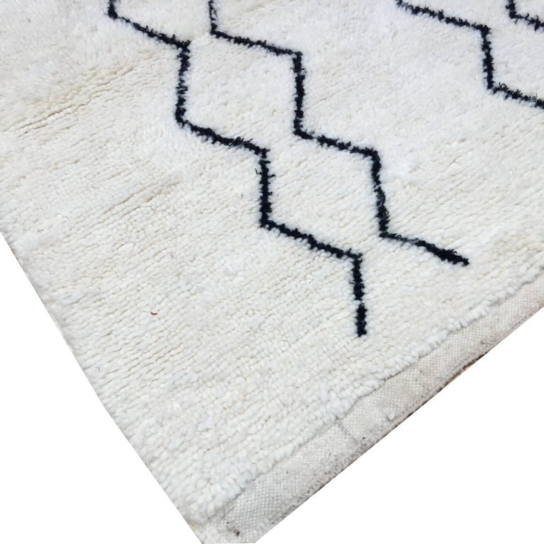 Modern Moroccan Rug, North African Beni Ourain Tribal Carpet Wool White & Black In Excellent Condition For Sale In Lohr, Bavaria, DE