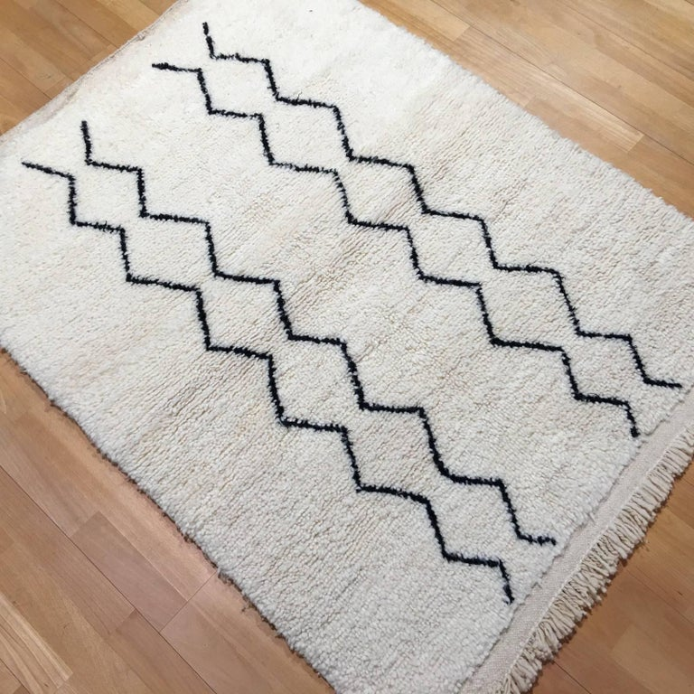 Modern Moroccan Rug, North African Beni Ourain Tribal Carpet Wool White & Black For Sale 3