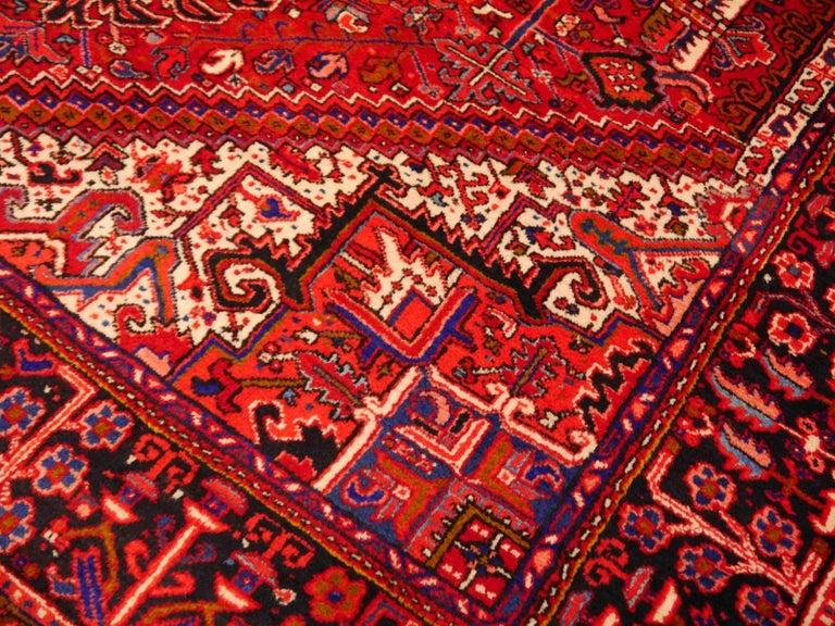 Heriz Persian Rug Semi Antique Midcentury Carpet In Excellent Condition For Sale In Lohr, Bavaria, DE