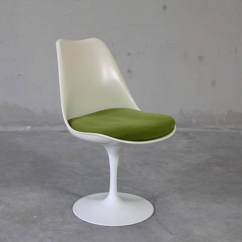 Set Of Four Eero Saarinen Chairs, Knoll International At 1stdibs