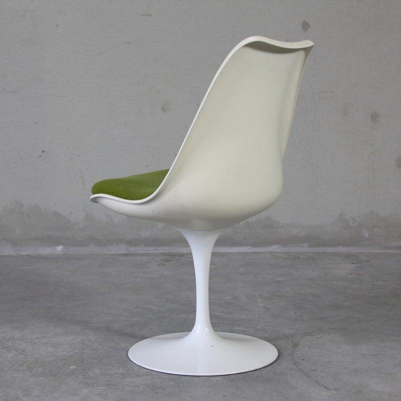 Set Of Four Eero Saarinen Chairs, Knoll International At 1stdibs