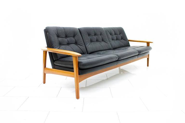 Scandinavian Modern Leather And Teak Wood Sofa, 1960s For Sale 3