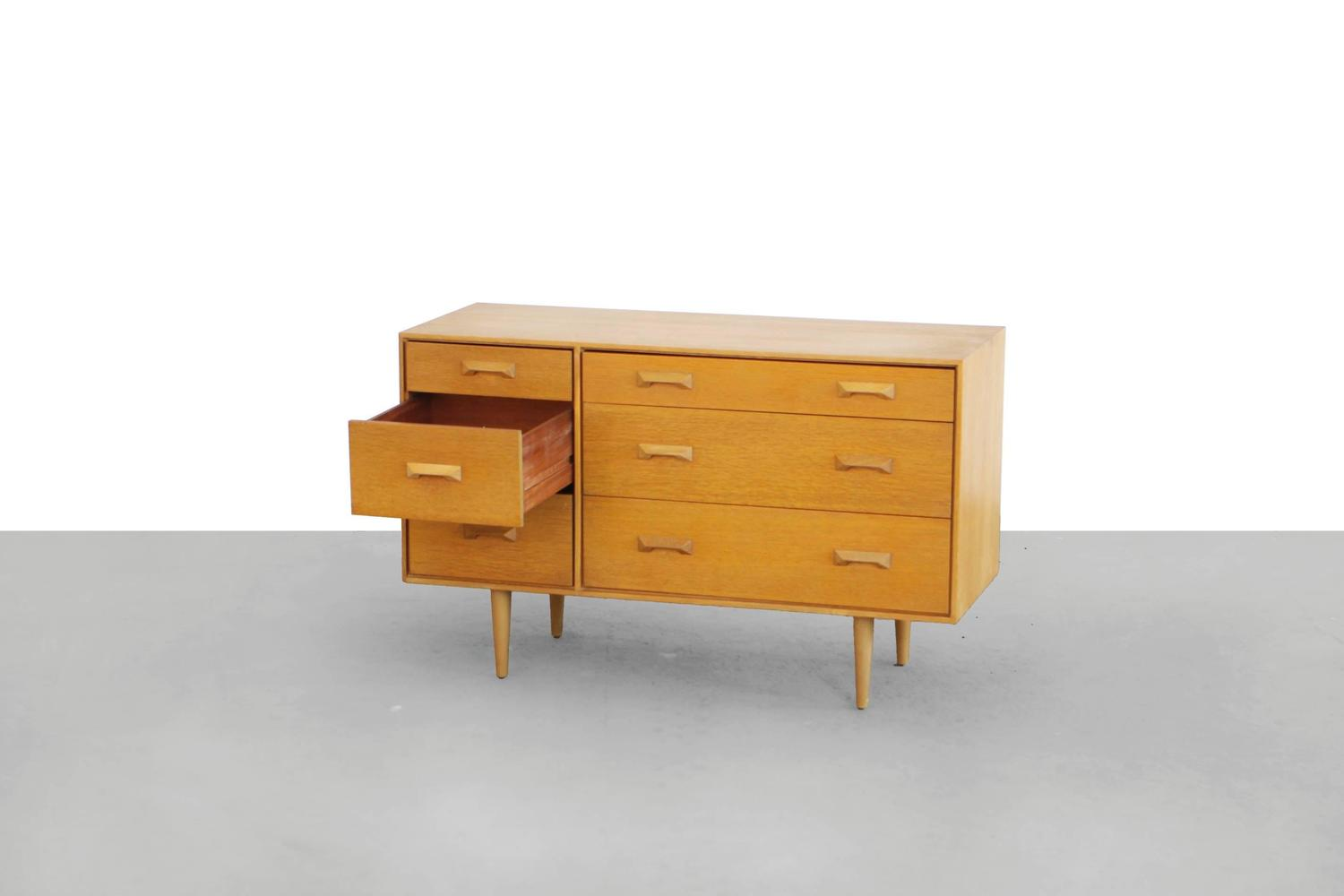Oak chest of drawers by sylvia and john reid stag concorde for Kommode lang
