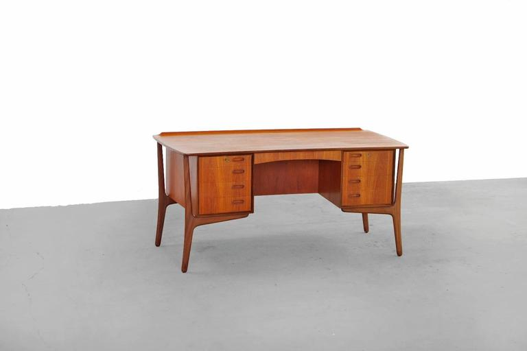 Scandinavian Modern Teak Desk by Svend Aage Madsen Typ 200 Danish Modern, 1960s For Sale