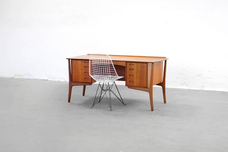 Teak Desk by Svend Aage Madsen Typ 200 Danish Modern, 1960s In Excellent Condition For Sale In Berlin, DE