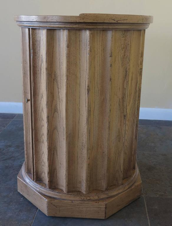 Vintage Baker Column Side Table In Excellent Condition For Sale In West Palm Beach, FL