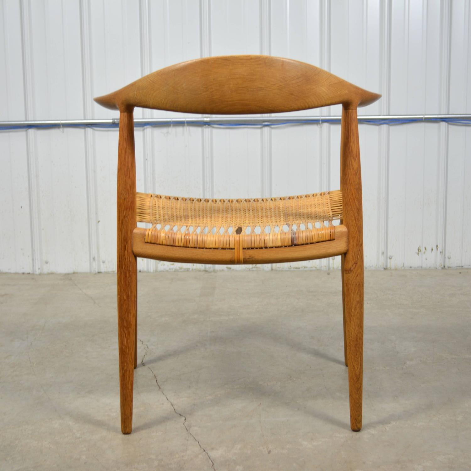 Hans Wegner Round Chair In Oak And Cane At 1stdibs. Full resolution  image, nominally Width 1500 Height 1498 pixels, image with #4B270C.