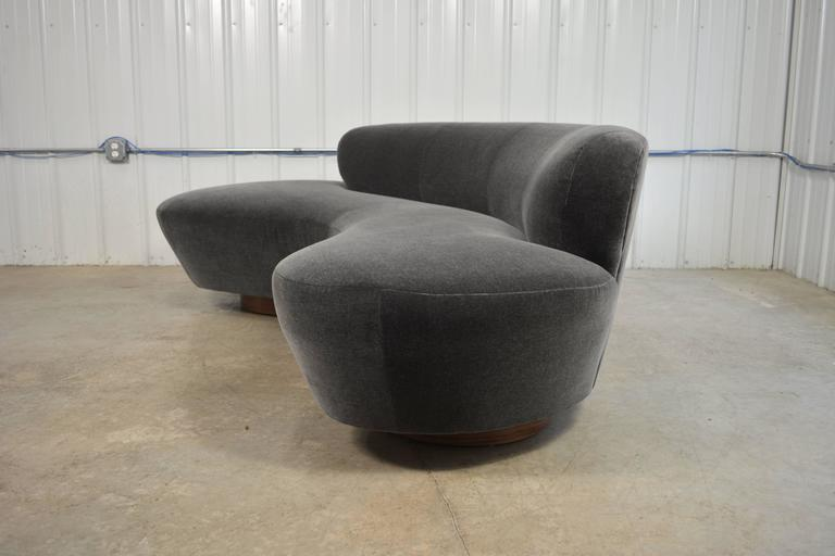 Vladimir Kagan Sofa In Excellent Condition For Sale In Loves Park, IL