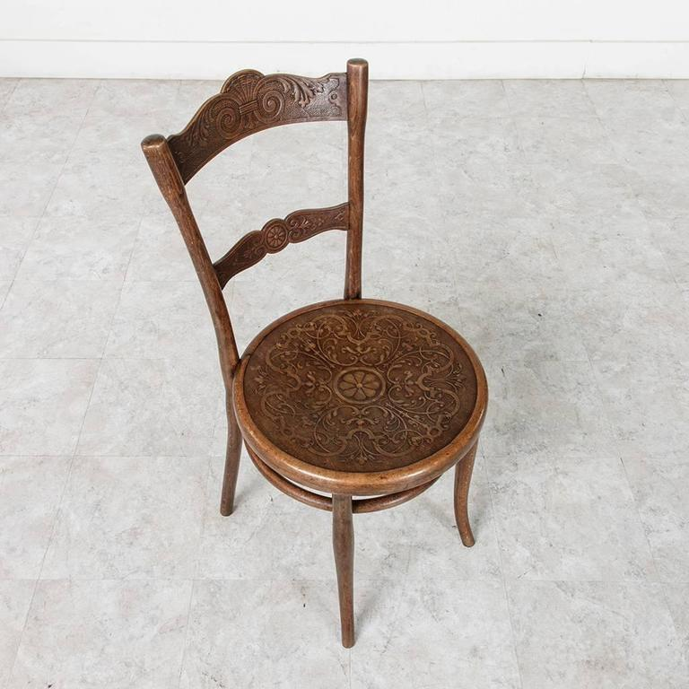 Exceptionnel This Stunning Set Of Six Bentwood Side Chairs Features Pressed Decorative  Motifs On Their Seats And