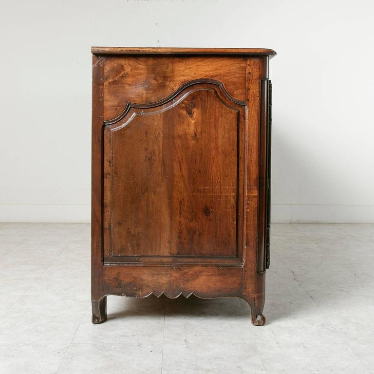 18th Century Louis XV Period French Hand-Carved Walnut Sideboard Enfilade Buffet For Sale 3