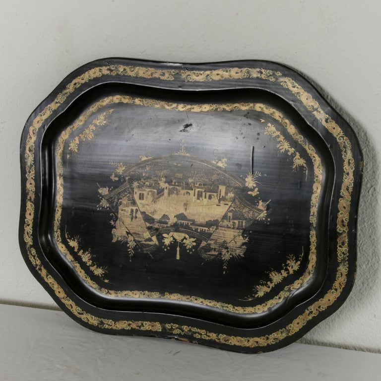 Large 19th Century Chinese Export Black Lacquer Wooden Serving Tray For Sale 1