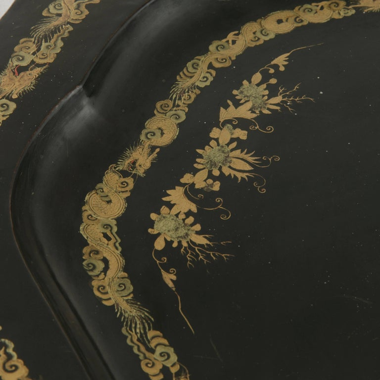 Large 19th Century Chinese Export Black Lacquer Wooden Serving Tray In Good Condition For Sale In Fayetteville, AR