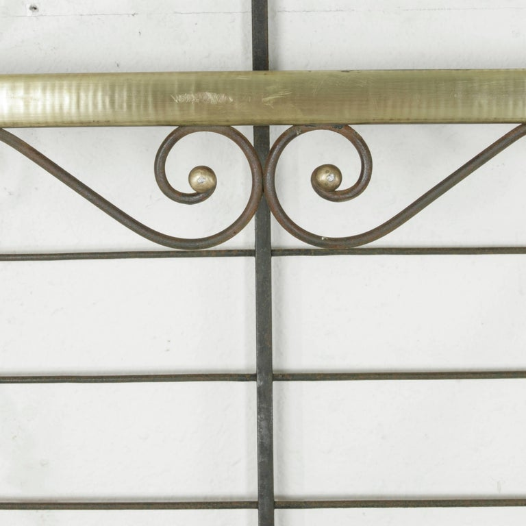Mid-20th Century French Iron Baker's Rack with Brass Trim and Shock of Wheat For Sale 5
