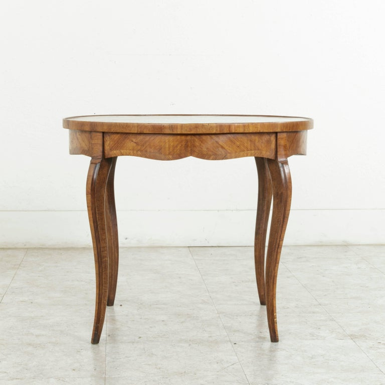 Early 20th Century French Louis XV Style Walnut Marquetry Coffee Cocktail Table For Sale 3