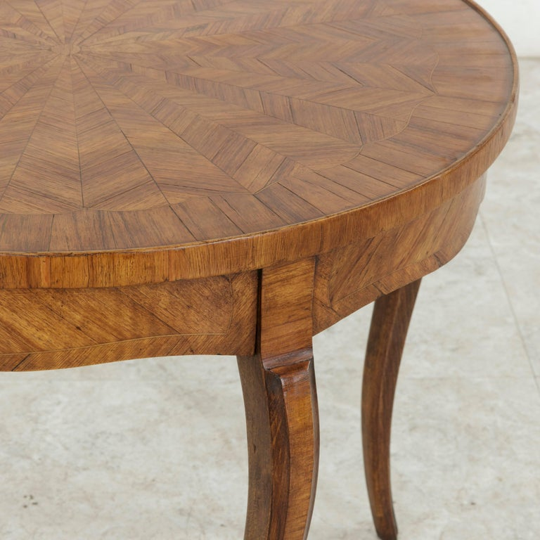 Early 20th Century French Louis XV Style Walnut Marquetry Coffee Cocktail Table For Sale 4
