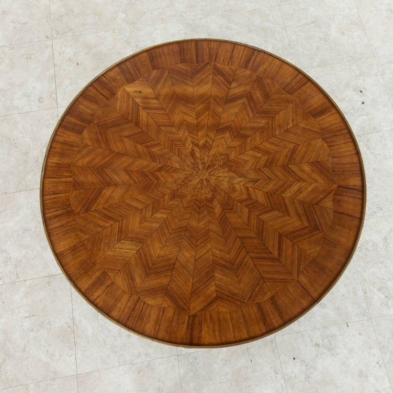 Early 20th Century French Louis XV Style Walnut Marquetry Coffee Cocktail Table For Sale 5