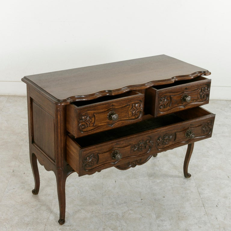 Hand-Carved Early 20th Century French Louis XV Style Hand Carved Oak Commode Sauteuse, Chest For Sale