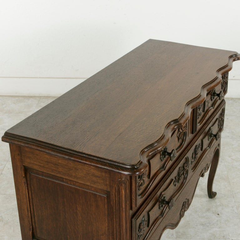 Early 20th Century French Louis XV Style Hand Carved Oak Commode Sauteuse, Chest For Sale 3