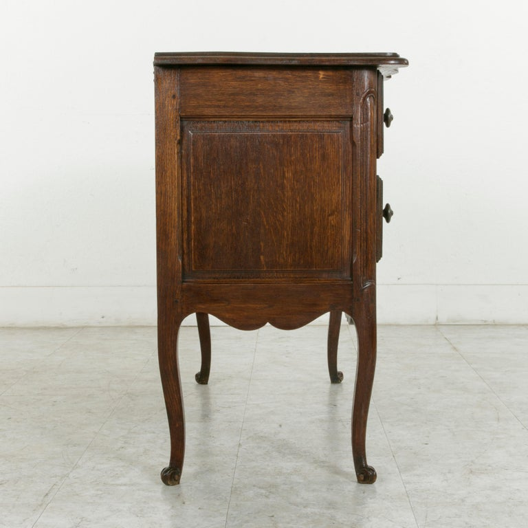Early 20th Century French Louis XV Style Hand Carved Oak Commode Sauteuse, Chest For Sale 1