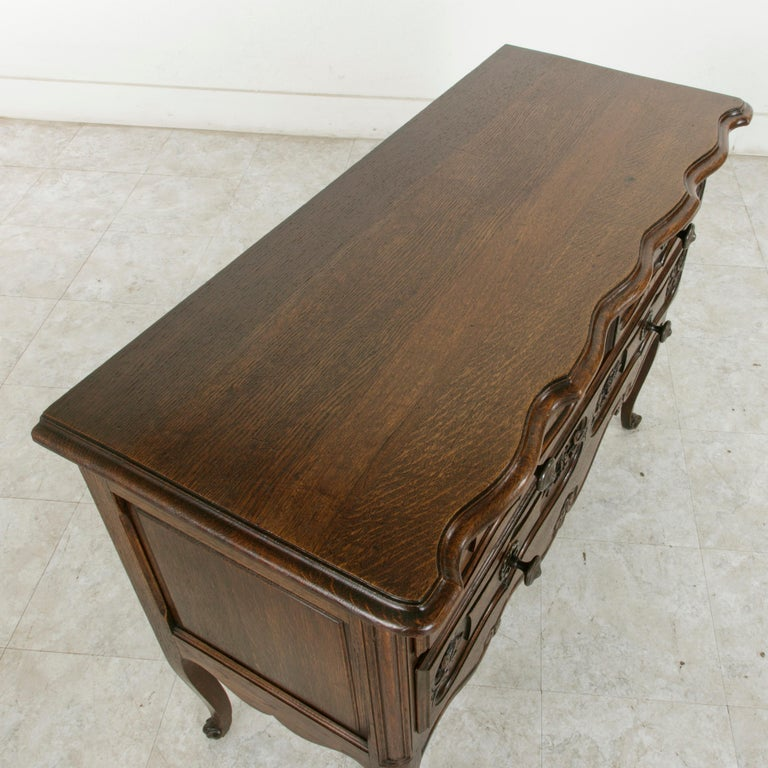 Early 20th Century French Louis XV Style Hand Carved Oak Commode Sauteuse, Chest For Sale 2