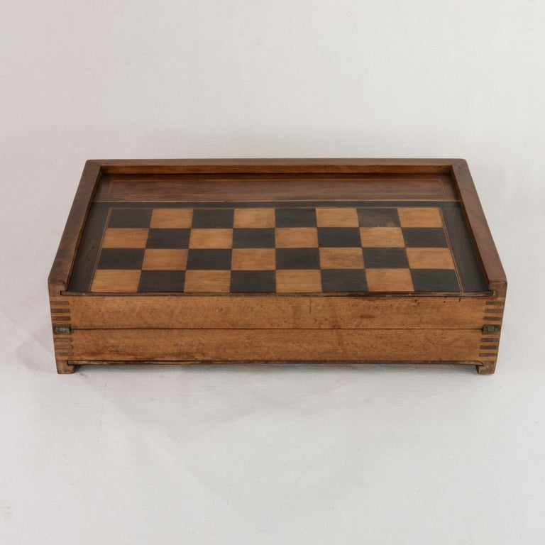 French Walnut and Pear Wood Marquetry Backgammon & Checkers Game Box, circa 1900 For Sale 4