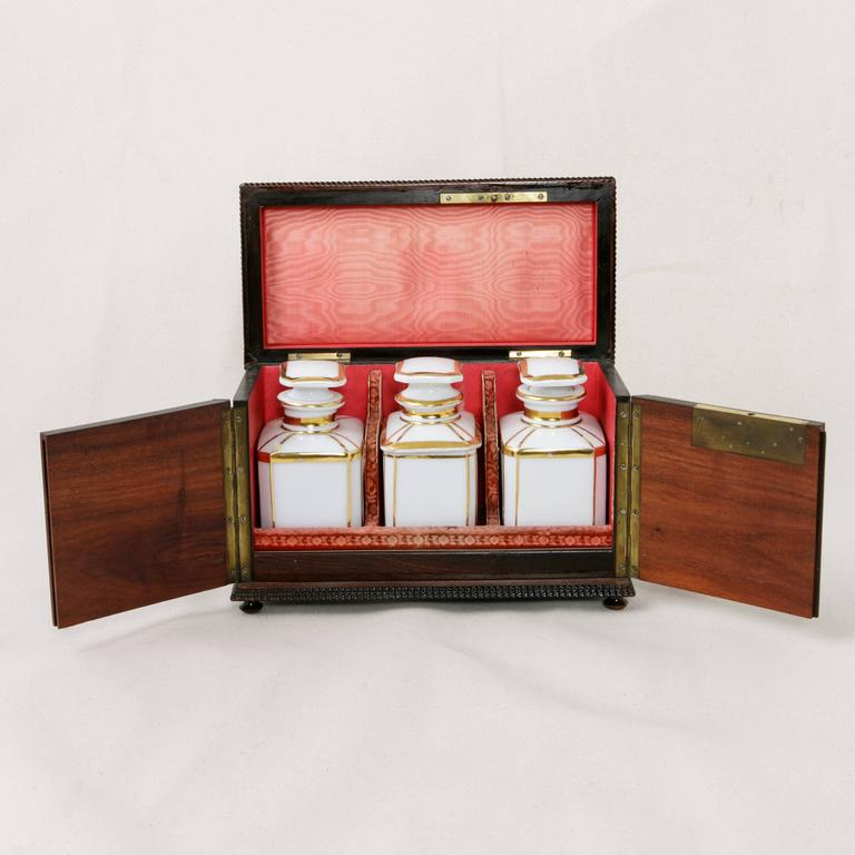 Made of palissander, this lovely Napoleon III period liqueur box is lacquered in black, a method which became popular during Napoleon III's reign. The rosewood underlying the black lacquer creates contrasting edging, and the top is intricately