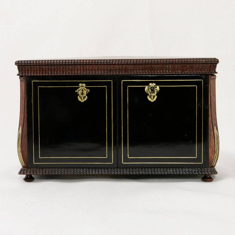 19th Century French Napoleon III Black Lacquer Liqueur Box with Bronze Inlay For Sale 3