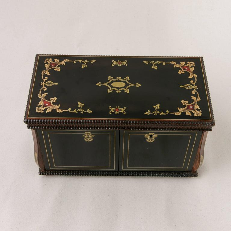 Mid-19th Century 19th Century French Napoleon III Black Lacquer Liqueur Box with Bronze Inlay For Sale