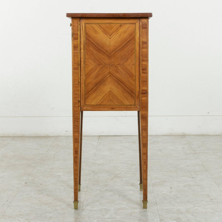 18th Century French Louis XVI Period Rosewood Marquetry Nightstand or Side Table In Excellent Condition For Sale In Fayetteville, AR