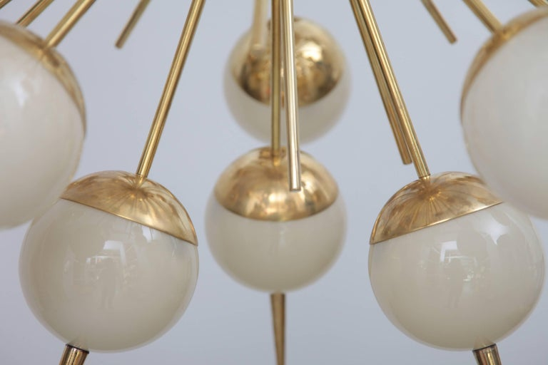 1 of 2 Huge Sputnik Murano Glass and Brass Chandelier In Excellent Condition For Sale In Berlin, DE