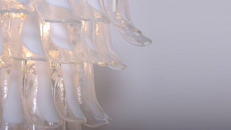 Contemporary Oversized Murano Glass Tulipani or Feather Chandelier Attributed to Mazzega For Sale