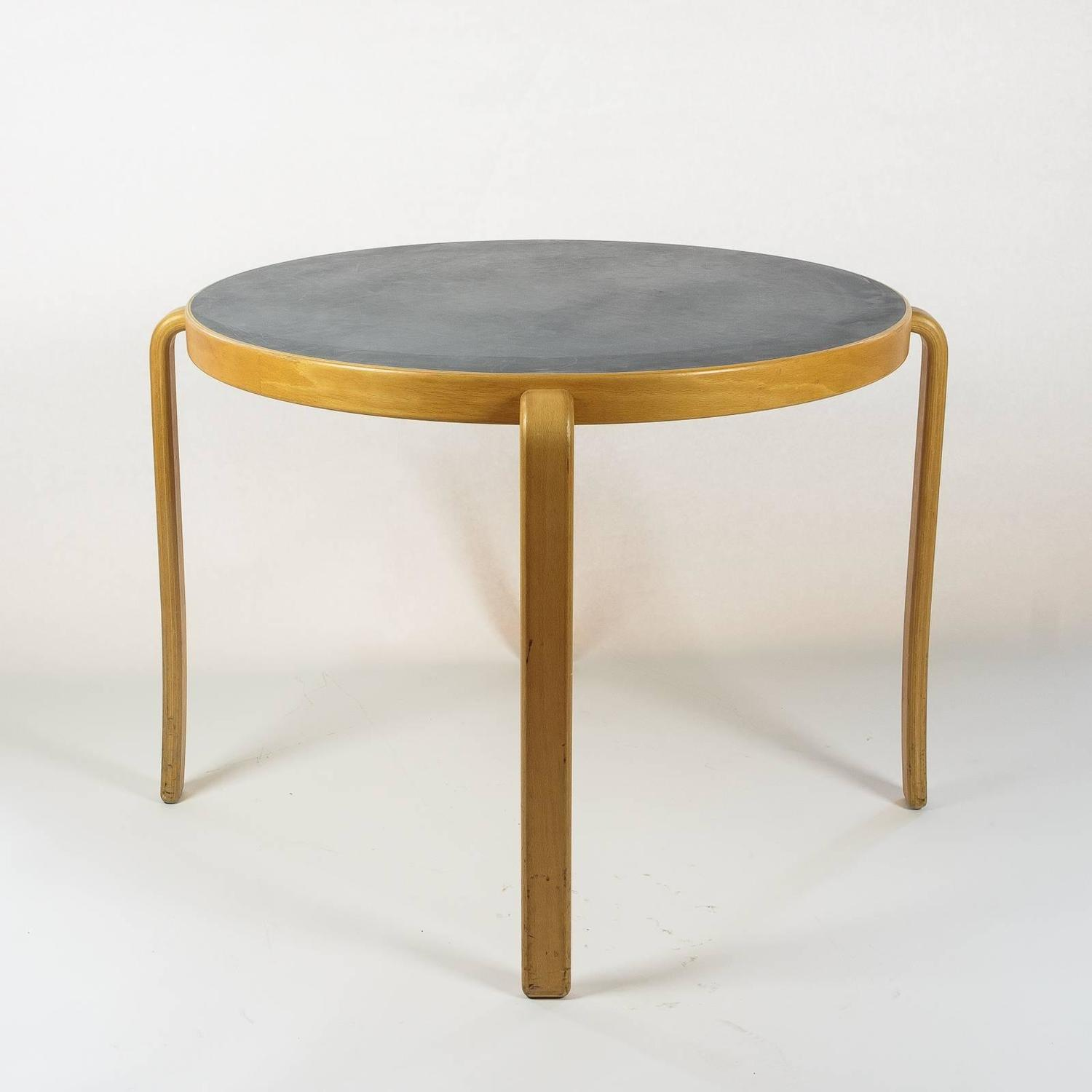 39 8000 serie 39 table by magnus olesen at 1stdibs. Black Bedroom Furniture Sets. Home Design Ideas