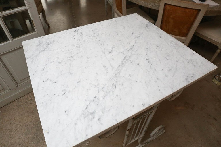 French Provincial Marble-Top White Painted Iron Base Table For Sale