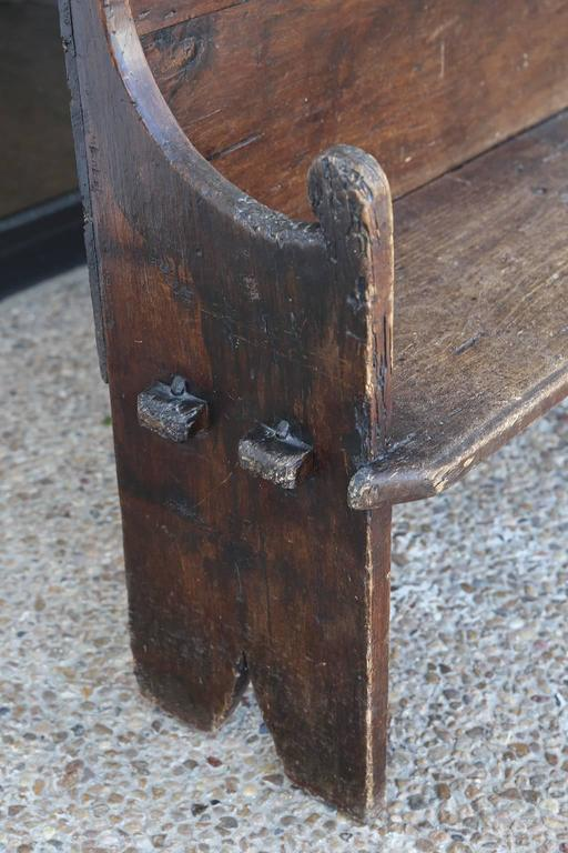 Early 18th century chestnut bench, from Northern Italy, with pegged-construction and scalloped back.
