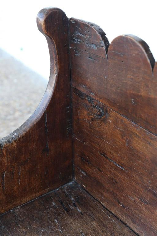 Early 18th Century Italian Chestnut Bench In Excellent Condition For Sale In Houston, TX
