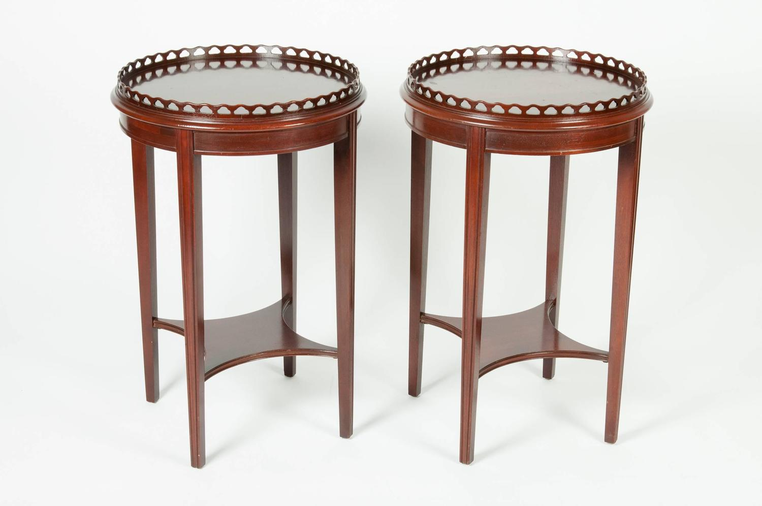 Antique Pair Of Round Mahogany End Tables For Sale At 1stdibs