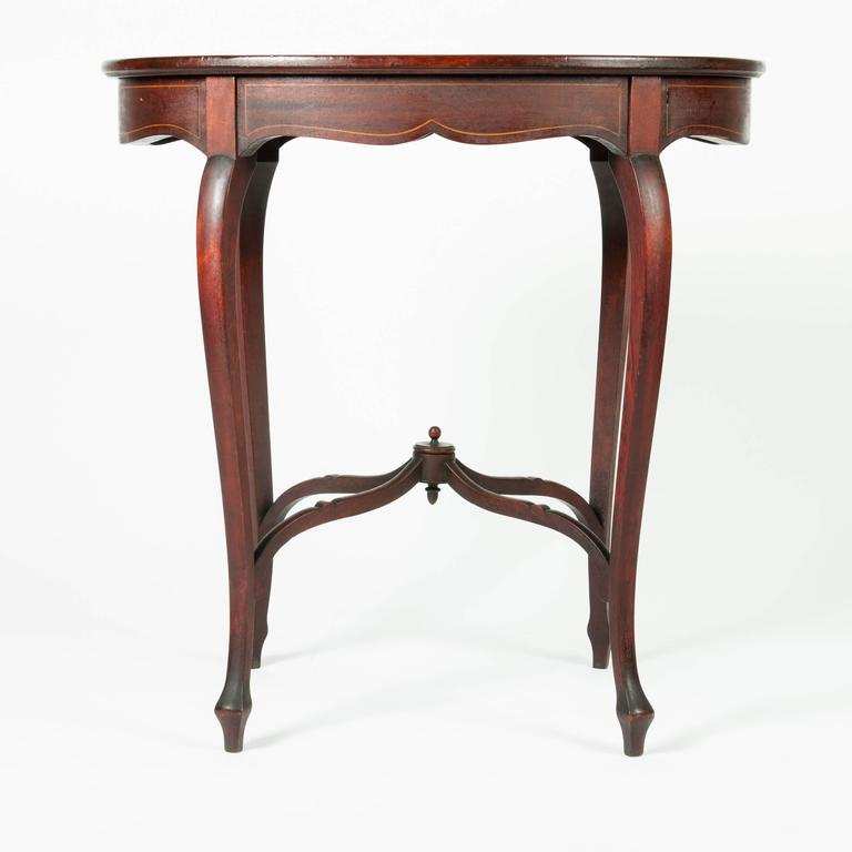 Antique Inlaid Mahogany End Table In Excellent Condition For Sale In New  York, NY