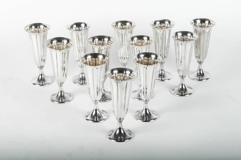Vintage American silver plated set of 12 Champagne flute. Excellent condition. Each flute measure 5.5 inches high x 2.5 inches top diameter.