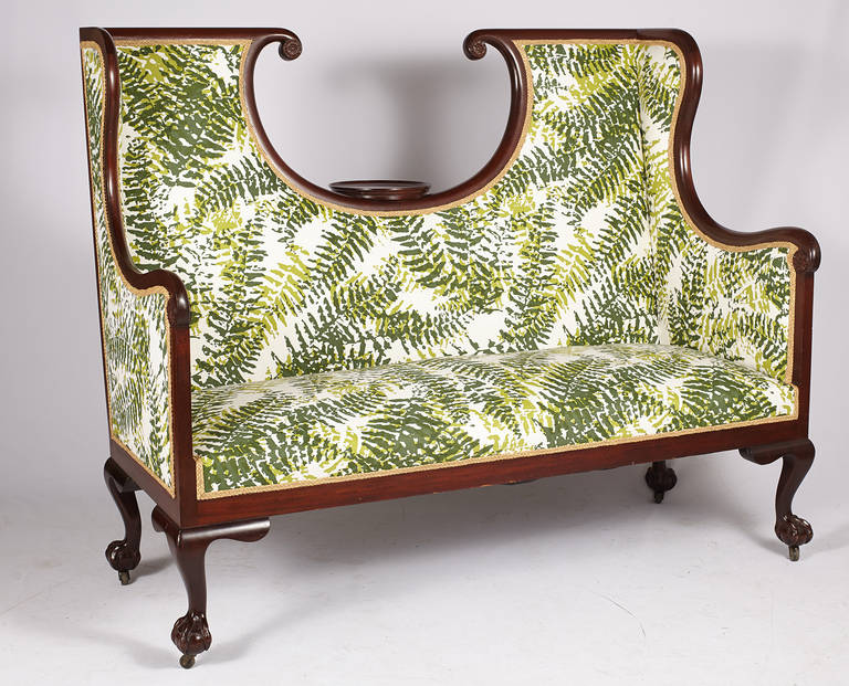 English Edwardian Hall Bench In Excellent Condition For Sale In Westhampton Beach, NY
