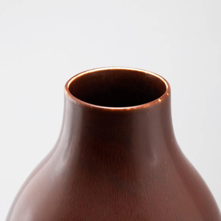 Carl Harry Stålhane, large stoneware vase in brown for Rörstrand, signed R Sweden CHS SDA. Measure: H 51 cm. Literature: Stalhane by Peter Eklund and Patrick Johansson, page 44.