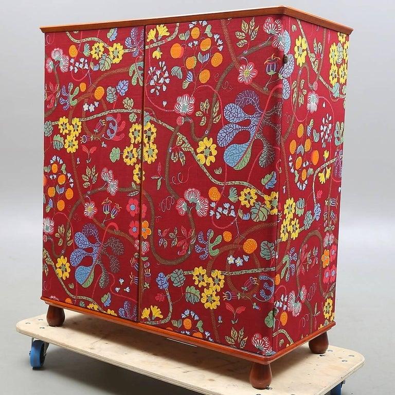 """Scandinavian Modern Josef Frank """"Baranquilla"""" Upholstered Cabinet, Sweden, 1943-1945 For Sale"""
