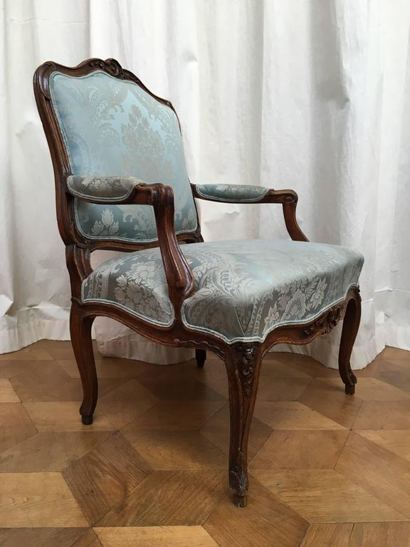 Pair of Louis XV Fauteuils a la Reine In Good Condition For Sale In Hilversum, NL