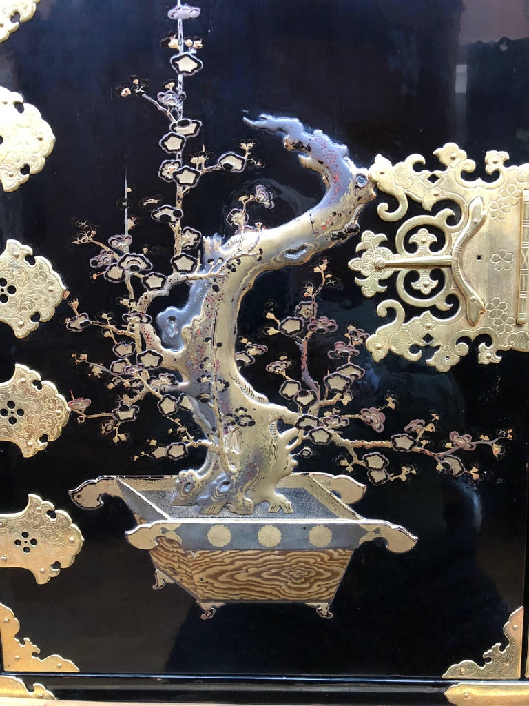 Japanese Lacquer Cabinet For Sale 1