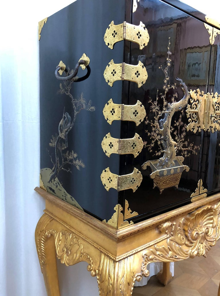 Japanese Lacquer Cabinet For Sale 4