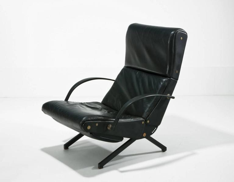 Classic lounge chair Model 'P40' by Osvaldo Borsani for Tecno. Upholstered in original black leather, nicely aged but in very good condition. The base is black lacquered metal with brass detail.