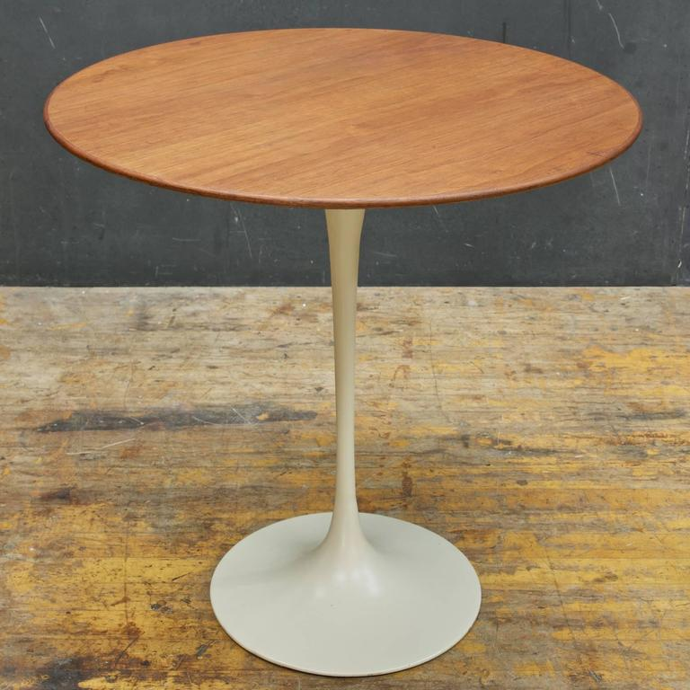 Eero saarinen for knoll associates walnut tulip pedestal for Knoll and associates