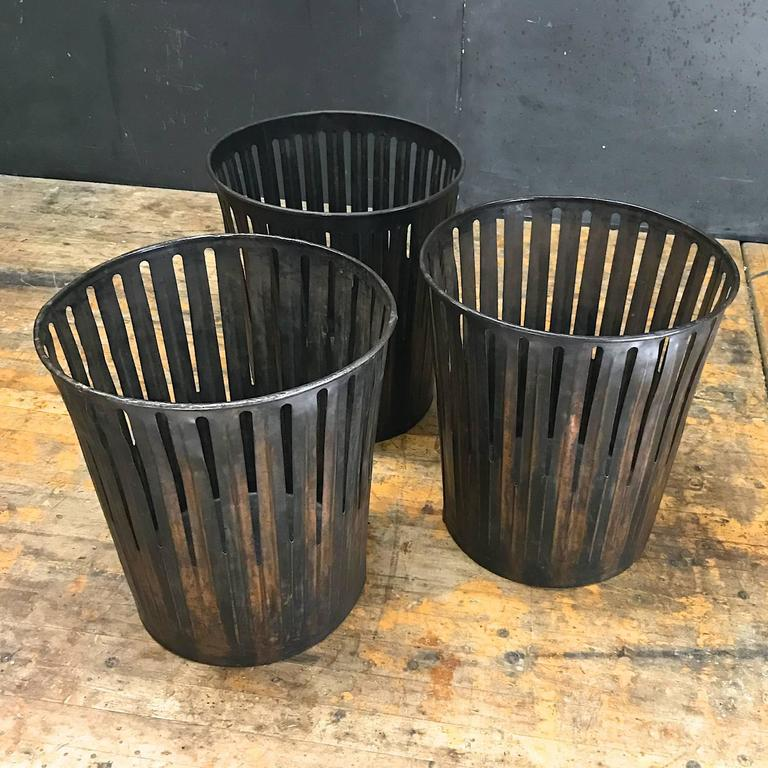 Etonnant American Japanned Finished Industrial Copper Office Wastebaskets Trash Cans  Victorian Era For Sale