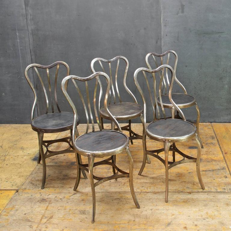 Superbe Victorian 1920s Vintage Industrial UHL Metal Dining Cafe Bistro Chairs Five  For Sale