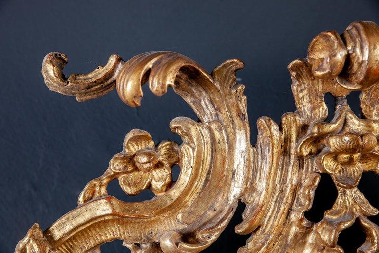 18th Century Italian Oval Shape Giltwood Mirror For Sale 4