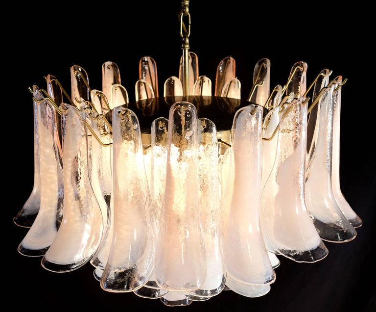 Modern Murano Glass Pink and White Petals Chandelier In Excellent Condition For Sale In Rome, IT
